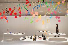 増上寺光摂殿で開催された、イタリアのファッションブランドFURLA(フルラ)の展示会のための会場構成とインスタレーション。「dance」と名付け、本コレクションの「エクスプローション オブ ジョイ(爆発的な喜び)」を100色の円とアルファベットが軽やかに踊り舞う空間で表現した。