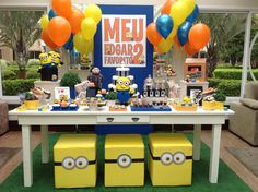 Minions Party More decorating ideas on albums: Minions Party 1 Minion Theme, Minion Birthday, Minion Party, Flamingo Party, 1st Birthday Parties, 4th Birthday, End Of Year Party, Minion Banana, Trunk Or Treat