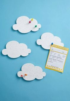 mur accroche nuage Cloud Pin Boards- easy DIY project to just cut out cork board and paint it white. Cloud Craft, Diy Cloud, Diy Projects To Try, Diy For Kids, Room Wall Decor, Crafts For Kids, Stationery, Messages, Crafty
