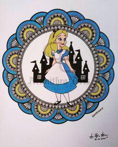 Alice 👸 Mandala Art Lesson, Pencil Art Drawings, Disney Princesses, Mandala Design, Art Lessons, Zentangle, Alice, Doodles, Symbols