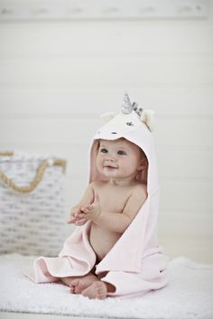 Baby Aspen Rub-A-Dub Hooded Spa Robe, Fox in the Tub Create a burrow of snuggly softness for baby after every bath with Baby Aspen's 'Rub-a-Dub, Fox in the Tub' Hooded Spa Robe. Baby will be cozy and warm in this absolutely charming bath time essential Cute Baby Pictures, Baby Photos, Baby Shower Gifts, Baby Gifts, Baby Aspen, Towel Animals, Hooded Bath Towels, Baby Unicorn, Baby Towel