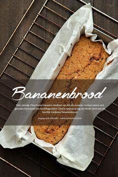 Smeuïg bananenbrood, en dan de gezonde variant. Zonder boter, zonder suiker, met havermout als meel. Kan zowel als tussendoortje als ontbijt.