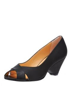 Classy and chic, these black Vintage Berlin pumps are truly all-rounders! With an elegenat wedge heel and peep-toe front design, these pumps are ideal for both office and party wear.