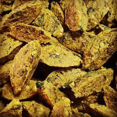 """Nuestros """"raw falafels"""" combinan todos los beneficios de las almendras y semillas activadas con el increíble sabor de las especias...todavía no los probaste? #raw #rawfood #rawvegan #vegan #falafel #almendra #almond #spicy #comidasaludable #comidasana #salud #vidasaludable #vidasana #health #healthyfood #healthylife #detox #fitness #fit #glutenfree #sugarfree #comfortfood #natural"""