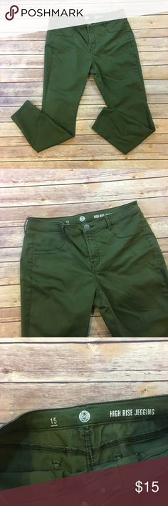 """Kohl's SO Olive High Rise Jeggings Kohl's SO Olive High Rise Jeggings. Waist flat 17"""". Front rise 10"""". Back 12"""". Inseam 28"""". (D004) Authentic American Heritage Jeans Skinny"""