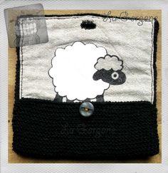 Blague à tabac ou pochette MOUTON en laine noire et coton beige par La Gorgone. : Trousses par la-gorgone