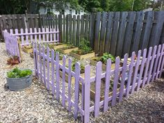 picket fence from shipping pallets