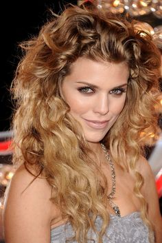 AnnaLynne McCord shows off her gorgeous, natural curls