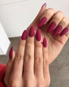 There are three kinds of fake nails which all come from the family of plastics. Acrylic nails are a liquid and powder mix. They are mixed in front of you and then they are brushed onto your nails and shaped. These nails are air dried. Perfect Nails, Gorgeous Nails, Stylish Nails, Trendy Nails, Pink Nails, My Nails, Faux Ongles Gel, Nagellack Trends, Best Acrylic Nails