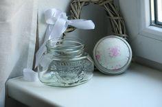 Ihr bekommt ein Nähglas mit Deckel als Nadelkissen aus schönem Tildastoff.  Das Glas ist für viele Dinge geeignet...wie Knöpfe, Nähgarn oder einfach a