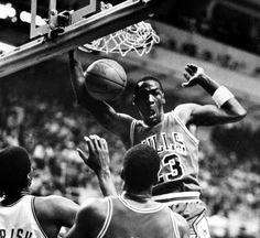 In your face! Michael Jordan Photos, Jordan 23, Chicago Bulls, Athlete, Air Jordans, Concert, Face, Mj, Goat