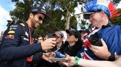 Daniel Ricciardo (AUS) Red Bull Racing signs autographs for the fans at Formula One World Championship, Rd1, Australian Grand Prix, Preparations, Albert Park, Melbourne, Australia, Thursday 23 March 2017. © Sutton Motorsport Images