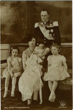 thefirstwaltz:  Crown Princess Martha and Crown Prince Olav of Norway with their children.