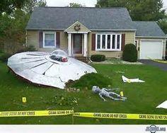 Outdoor Halloween yard decorations - UFO alien crash site http ...