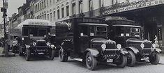 Plusieurs camions Auto-Traction vers 1930 devant un café Forst Wiielemans en Belgique