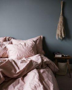 Bed linen Orange - Bed linen Duvet Covers - Bed linen Zara Home - Bed linen Logo - - Bed linen Ideas Navy Blue Green Bedrooms, Bedroom Green, Cozy Bedroom, Pink Bedrooms, Girls Bedroom, Blue Grey Walls, Grey Wall Color, Grey Room, Pink Bedding