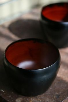 And the bowls with red interiors offered the guests the empowerment they sought. (Kado Urushi Kobo)