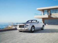 Photographs of the 2013 Rolls-Royce Phantom Drophead Coupe. An image gallery of the 2013 Rolls-Royce Phantom Drophead Coupe. Rolls Royce Drophead, Rolls Royce Coupe, Rolls Royce Phantom Drophead, Rolls Royce Wraith, My Dream Car, Dream Cars, Bugatti, Convertible, 2560x1440 Wallpaper