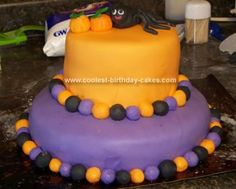 Homemade Halloween Spider Cake... This website is the Pinterest of halloween cakes