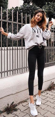 e185f8245604 Bedrucktes graues Sweatshirt, Gürtel mit runder Schnalle, schwarze Hose,  graue Turnschuhe -  aktualisieren  Bedrucktes  den  graue  graues  Guita   Gürtel ...