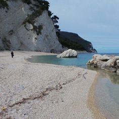 Spiaggia dei frati #numana #rivieradelconero #destinazionemarche #igersancona #igersmarche #beach (presso Spiaggia Dei Frati)
