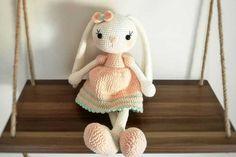 Crochet Bunny Pattern, Crochet Rabbit, Crochet Patterns, Amigurumi For Beginners, Knitting For Beginners, Crochet Baby Toys, Crochet Animals, How To Start Knitting, Bunny Plush