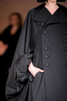 (Yohji Yamamoto Details A/W '13) LOOK AT DOE SLEEVES. Y'all know my obsession with dramatic sleeves.