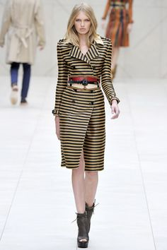 Burberry Bold – No doubt, one of the most anticipated shows of London Fashion Week, the Burberry Prorsum spring 2012 collection was unveiled underneath the helm… Teen Fashion, Runway Fashion, High Fashion, Luxury Fashion, Fashion Show, Fashion Design, Fashion Trends, Fashion Hair, Paris Fashion