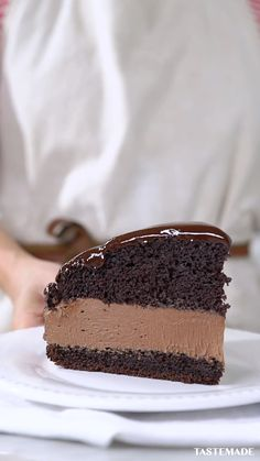 This is the ultimate moist chocolate mousse cake. Easy Vanilla Cake Recipe, Chocolate Cake Recipe Easy, Chocolate Mousse Cake, Chocolate Chip Recipes, Homemade Chocolate, Chocolate Desserts, Vegan Desserts, Easy Homemade Desserts, Homemade Cake Recipes