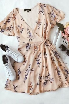 Floral Dress Outfits, Casual Dress Outfits, Cute Summer Outfits, Teen Fashion Outfits, Look Fashion, Cute Outfits, Pink Floral Dress, Blue Fashion, 90s Fashion