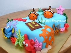 the coolest cake ever - finding Nemo  mysunshinecupcakes.blogspot.com