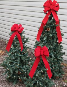 Christmas Decorating Hacks - Use tomato cages to make trees: since these metal frames are intended to be outside, they're ideal for creating outdoor decorations. Just snip 3 cages into different sizes, wrap with garland, and add a bow. Suddenly your yard will be full of festive evergreens.
