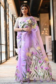 indian designer wear Fabric: Organza Silk Length:Standard mtrs Blouse Piece:Detached running blouse piece. The blouse worn by the model in the image is not a part of Blouse's coll Saree Painting Designs, Fabric Paint Designs, Hand Painted Sarees, Dress Painting, Fabric Painting On Clothes, Saree Trends, Organza Saree, Stylish Sarees, Elegant Saree