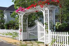 Beautiful white garden fence with gated pergola picket ideas pictures . picket fence surrounded by daisies ideas White Garden Fence, Garden Gates And Fencing, Garden Fence Panels, White Picket Fence, Front Yard Fence, Decorative Garden Fencing, Yard Fencing, Wood Fences, Horse Fence