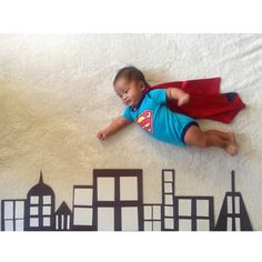 Best baby photoshoot ideas at home Monthly Baby Photos, Newborn Baby Photos, Baby Poses, Baby Boy Pictures, Newborn Pictures, Baby Newborn, Bebe Superman, Superman Baby, Baby Kalender