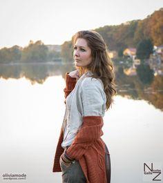 Tenue d'automne en short en tweed de laine, maxi-gilet en tricot épais