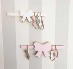 What a great idea for hanging headbands! Need this!