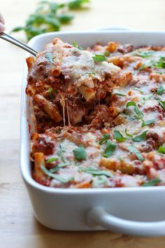 Baked Ziti - Ziti pasta baked with delicious meat sauce and lots of cheesy goodness. The perfect comfort food one pot casserole dish for busy weeknights, potlucks, and parties! Save well as leftovers! Great as meal prep as well. Pasta Recipes, Dinner Recipes, Wonton Recipes, Cream Cheese Wontons, Baked Ziti, Meat Sauce, Casserole Dishes, Pasta Casserole, Easy Meals