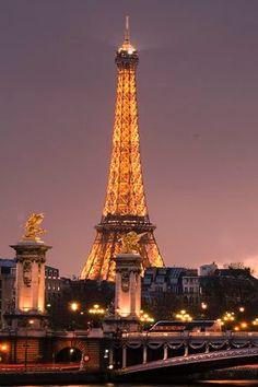 Paris / Photography / Paris by night / Eiffel tower / Visit Paris / France / Inspiration / Travel photography Paris Torre Eiffel, Paris Eiffel Tower, Eiffel Towers, Paris At Night, Beautiful Paris, Paris Love, Paris France, Tuileries Paris, Louvre Paris