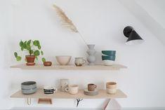Comment réaliser une cuisine en contreplaqué// Hellø Blogzine blog deco & lifestyle www.hello-hello.fr Decor, Kitchen, Home, Shelves, Floating Shelves, Living Spaces, Home Decor