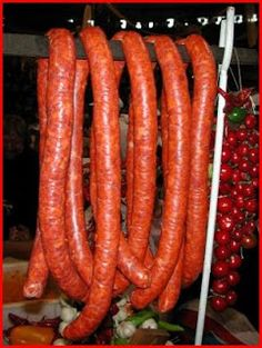 Csabai kolbász recept Hungarian Cuisine, Hungarian Recipes, Hungarian Food, Chorizo, My Favorite Food, Favorite Recipes, Homemade Sausage Recipes, Chef Gordon Ramsay, How To Make Sausage