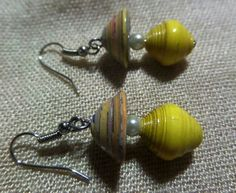 Paper bead earrings Paper Jewelry, Paper Beads, Magazine Crafts, Bead Earrings, Bead Crafts, Quilling, Beading, Passion, Paper Envelopes