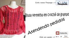 Blusa vermelha de crochê de grampo