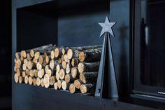 Handmade Christmas Tree in graphit. Very nice and modern christmas decoration. Modern Christmas Decor, Handmade Christmas Tree, Christmas Decorations, Firewood, Nice, Crafts, Modern Christmas, Home Decor Accessories, Homes
