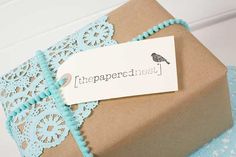 From The Papered Nest via One Stylish Bride Gift Wrapping Bows, Creative Gift Wrapping, Present Wrapping, Creative Gifts, Wrapping Ideas, Pretty Packaging, Gift Packaging, Paper Doilies, Paper Lace
