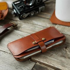 The Perfect Hoodie Leather Wallet Pattern, Handmade Leather Wallet, Leather Pouch, Leather Purses, Leather Men, Pochette Portable, Leather Workshop, Iphone Leather Case, Bracelet Cuir