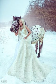 i just love the idea of wedding photos with horses in the snow