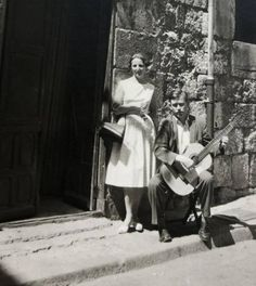 Frits Nierstrasz (1926-2021) was an international authority in the housing field. But according to his son, he was actually a guitarist. Frits Nierstrasz bought his first guitar at the age of 14. Many lessons and endless studying followed and eventually he even started performing. This he would do for the rest of his life. As a student he travelled to Spain to learn the language. There he spent most of his time in flamenco bars in Burgos, Barcelona, Madrid… His Travel, Spain Travel, Studying, Madrid, Barcelona, Workshop, Guitar, Rest, Language