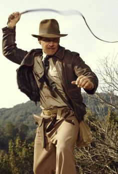 Indiana Jones (Harrison Ford) - Indiana Jones and the Last Crusade Henry Jones Jr, Harrison Ford Indiana Jones, Indiana Jones Films, Indiana Jones Costume, Movie Stars, Movie Tv, Films Cinema, Steven Spielberg, Raiders