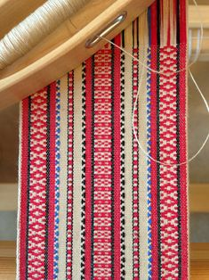 Rosepath Band on the Loom - rosepath turned ... sleyed unevenly across reed